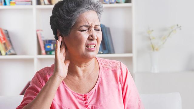 耳だれが出て耳が聞こえづらい! 慢性中耳炎の原因・症状・治療方法